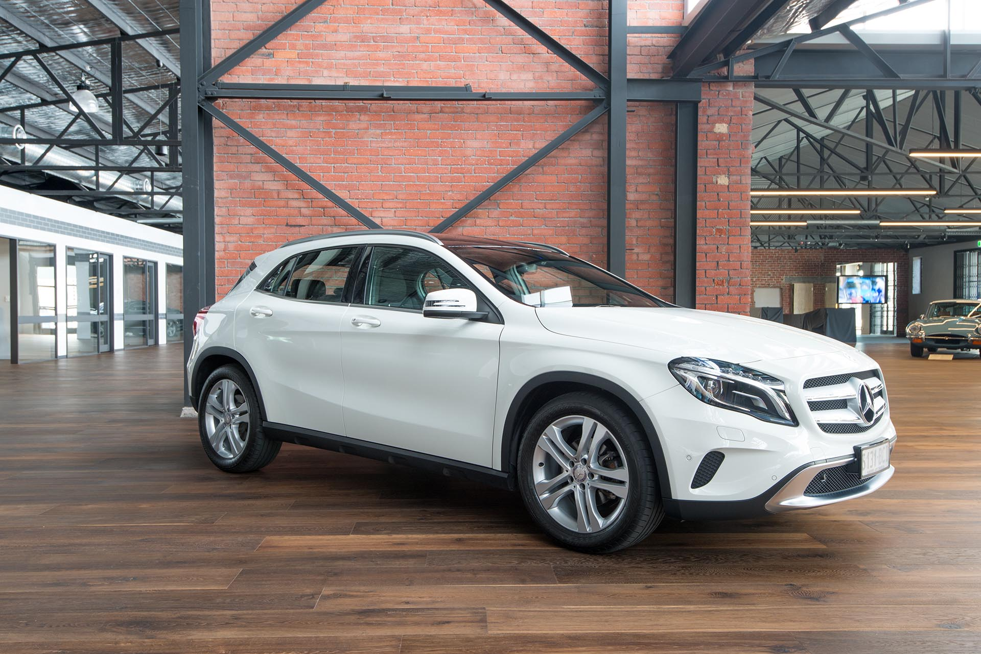 2014 mercedes benz gla 200 cdi richmonds classic and. Black Bedroom Furniture Sets. Home Design Ideas