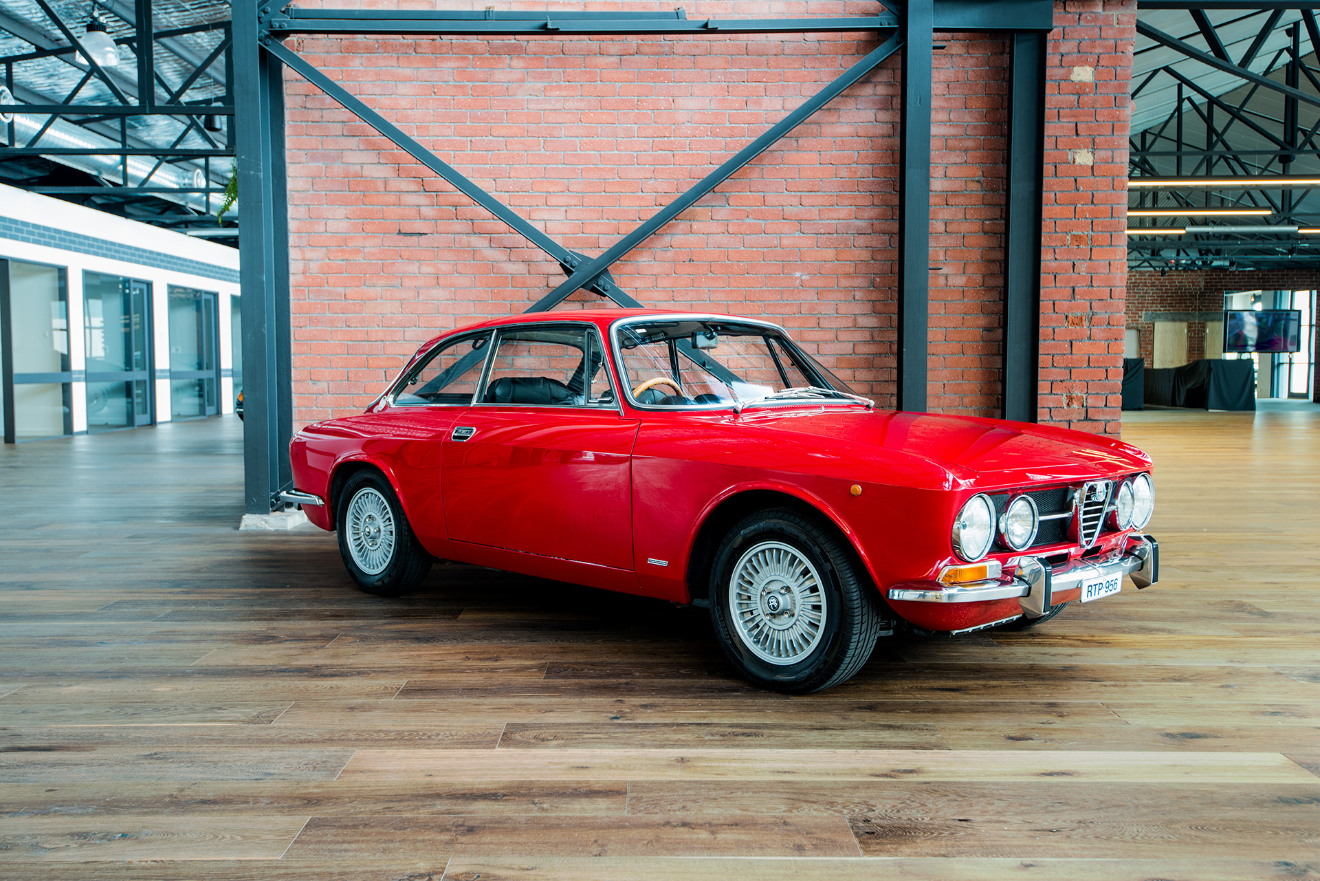 1971 alfa romeo 1750 gtv richmonds classic and prestige cars storage and sales adelaide. Black Bedroom Furniture Sets. Home Design Ideas