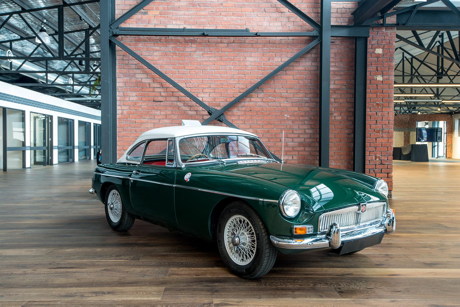 Soft Tonneau Cover >> 1964 MGB Mk1 Roadster - Richmonds - Classic and Prestige ...