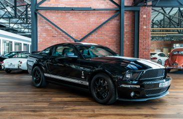 Ford mustang shelby gt500 black