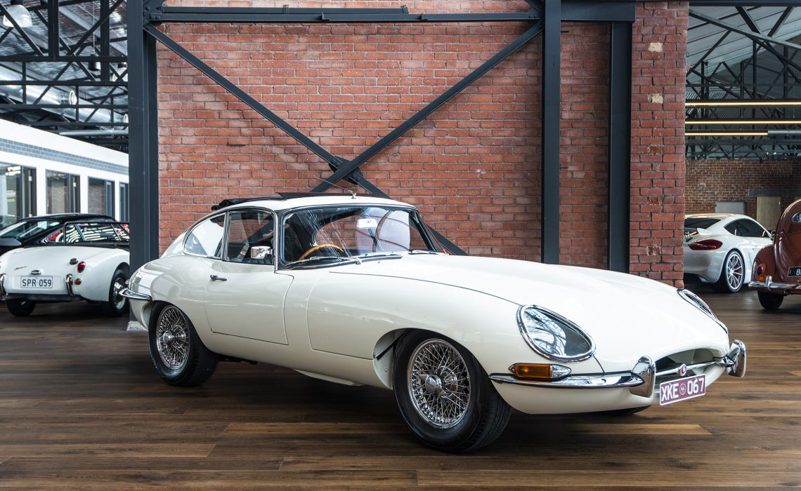 1967 Jaguar e-type white