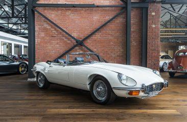 Jaguar etype v12 convertible white (3)