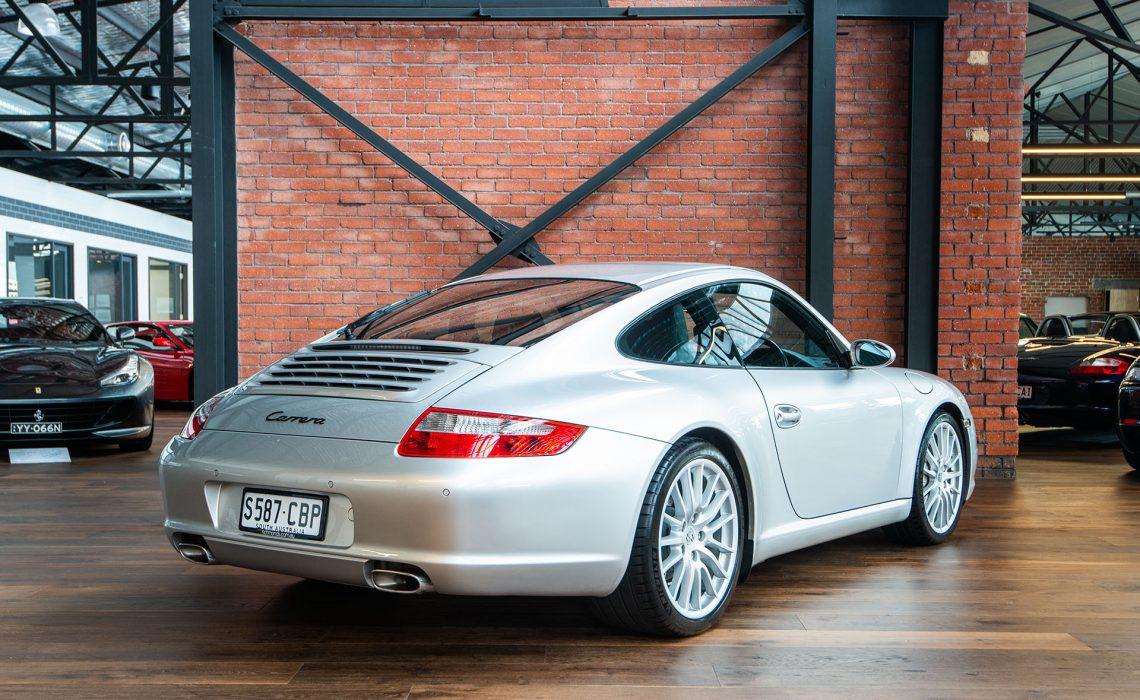2004 Porsche 911 Carrera (MY05)